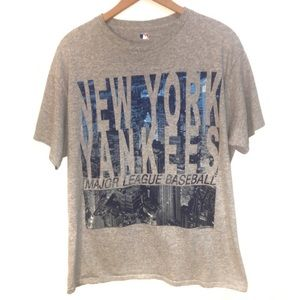 Other - New York Yankees Grey T Shirt Size Large
